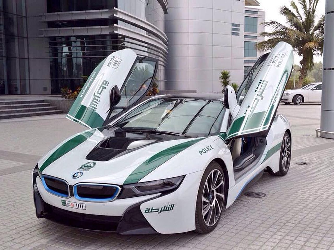 Fastest police cars in the world - BMW i8