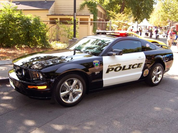 Fastest police cars in the world - Ford Mustang - The United States