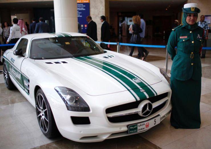 Fastest police cars in the world - Mercedes SLS AMG - Dubai