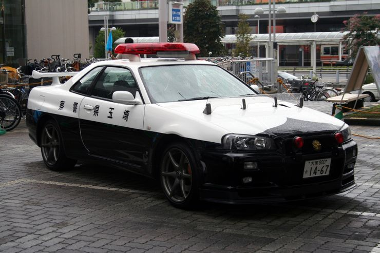 Fastest police cars in the world - Nissan Skyline - Japan